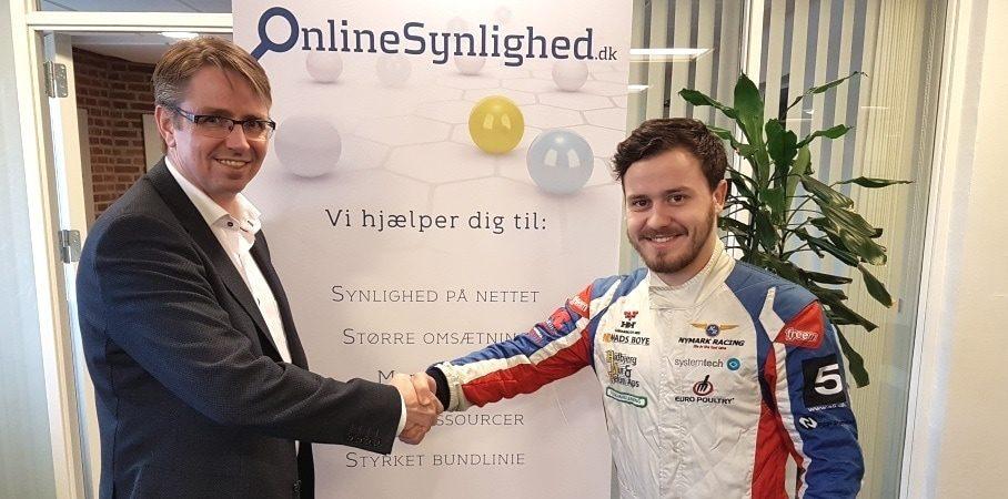 Håndslag på aftalen med Frederik Nymark